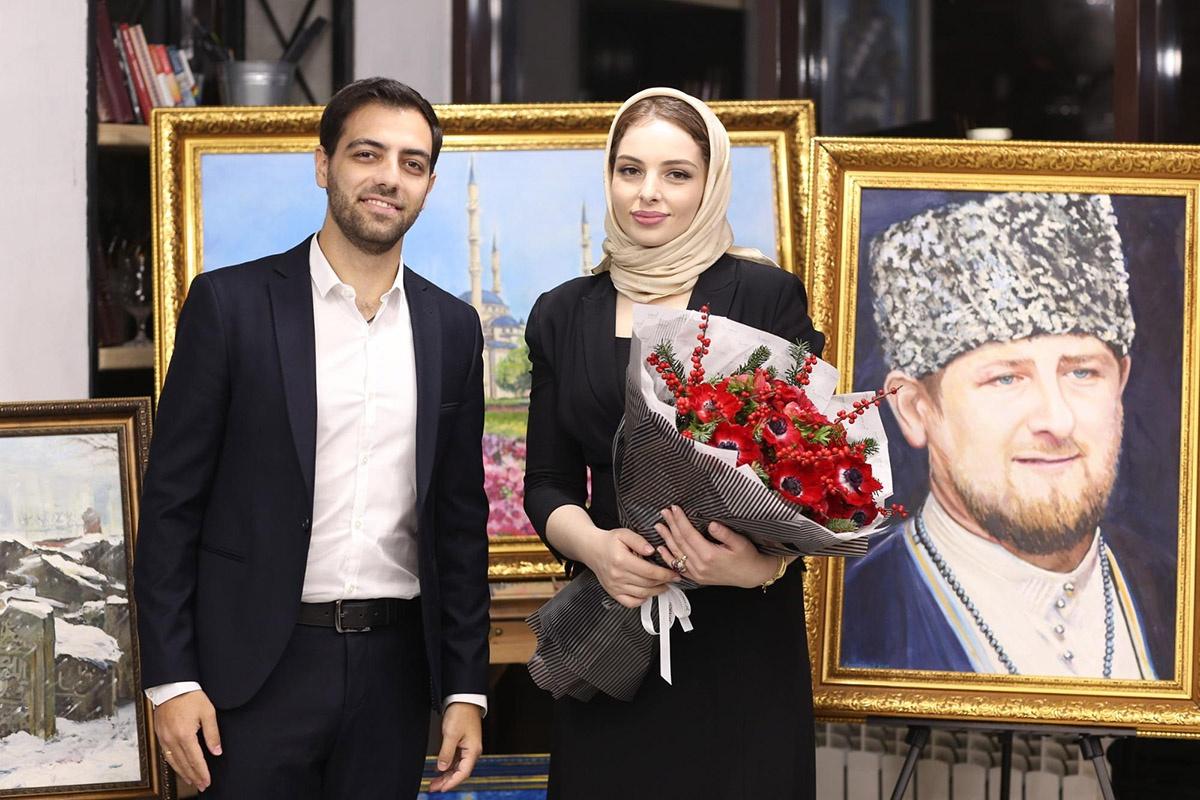 Луиза не только руководит двумя образовательными учреждениями, но и рисует — например, портрет президента Чечни Рамзана Кадырова