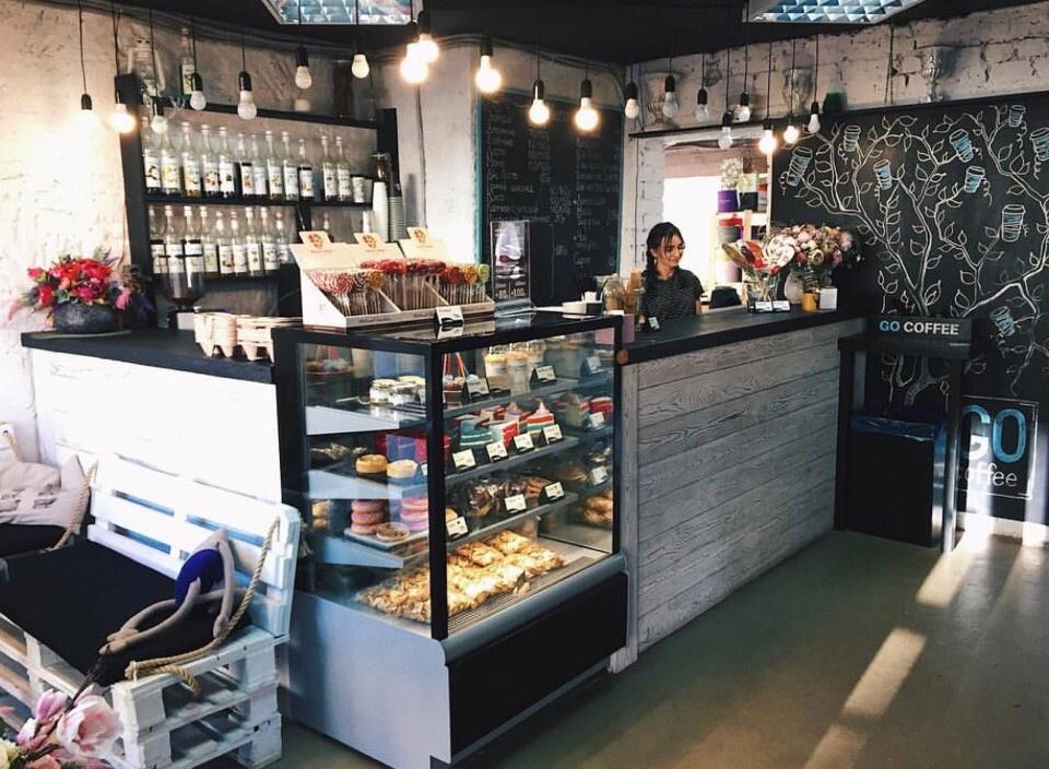 Со временем кофейни обзавелись собственным стилем и атмосферой, теперь сюда приходят за ними