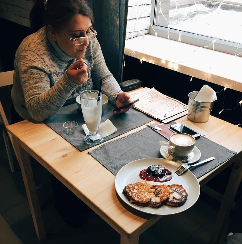 Мама Ерванда впервые пришла в кофейню сына спустя 1,5 года после открытия