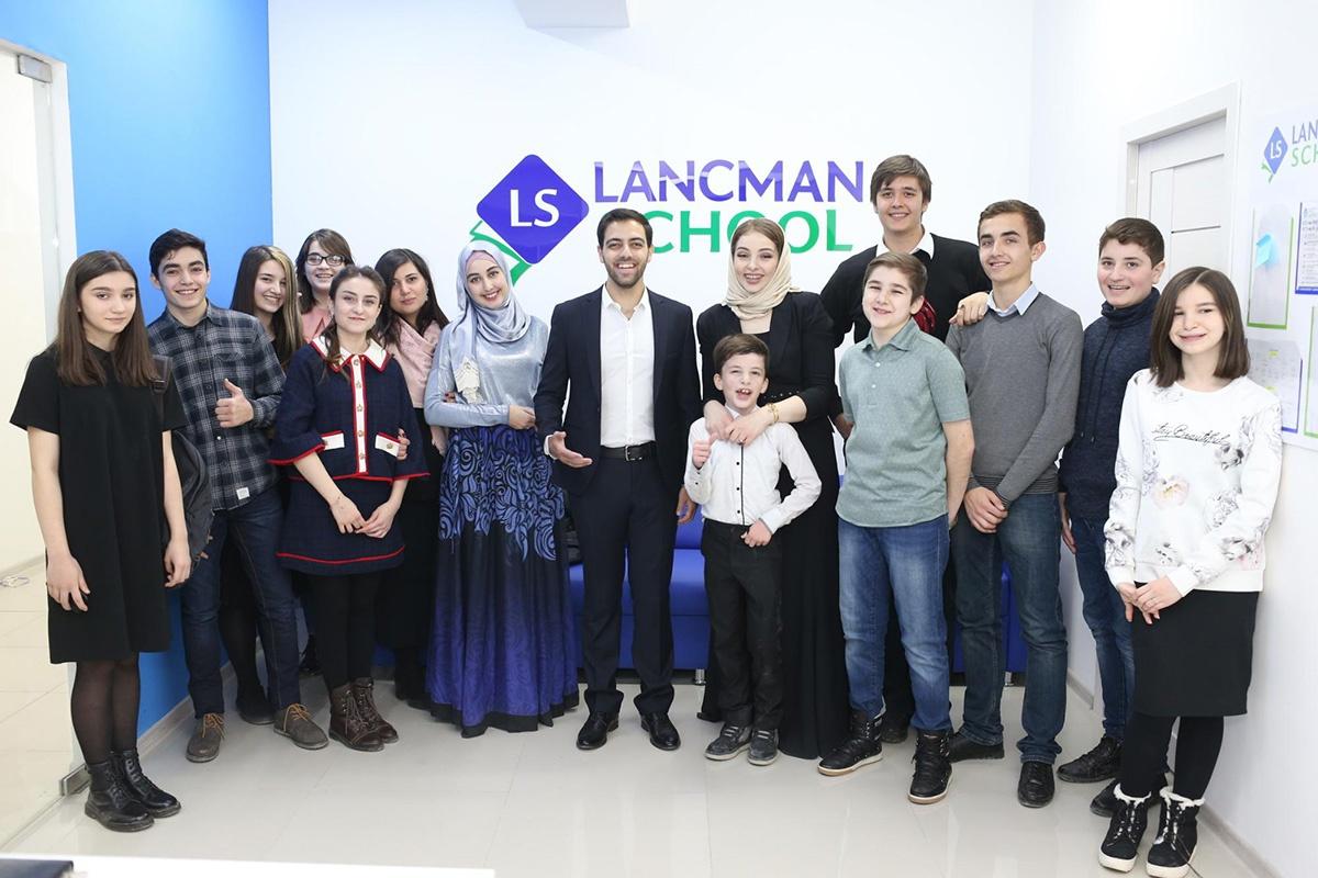 Lancman School — самая большая сеть курсов подготовки к ЕГЭ в России. За время ее работы 300 преподавателей обучили 5000 учеников